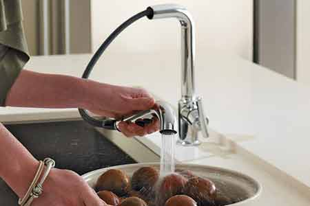 benefits of pull out kitchen faucets